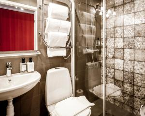 A bathroom at Lilla Rådmannen