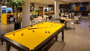 A billiards table at ibis Joinville