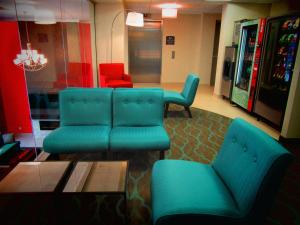 A seating area at Best Western Plus Hotel Montreal