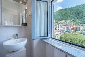 A bathroom at Villa Belvedere Como Lake Relais