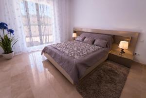 Cama o camas de una habitación en Villa in Puerto Banus Marbella
