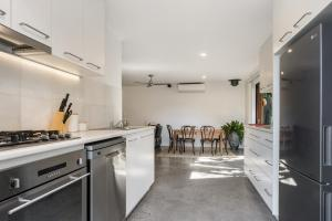 A kitchen or kitchenette at Byron Beachside Bungalow