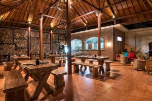 A restaurant or other place to eat at Samata Village Gili Air