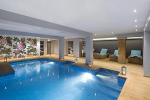 The swimming pool at or near Luxury Design Hotel Particulier le 28
