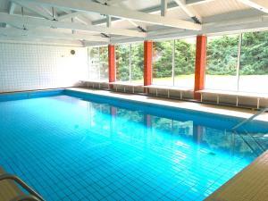 Der Swimmingpool an oder in der Nähe von Die mit dem roten Baum