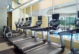 The fitness center and/or fitness facilities at Marriott at the University of Dayton