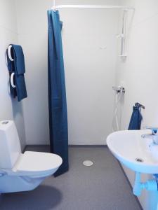 Ett badrum på Turistgårdens vandrarhem i Norrköping