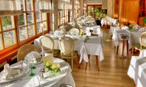 A restaurant or other place to eat at Hotel Munsch, Colmar Nord - Haut-Koenigsbourg