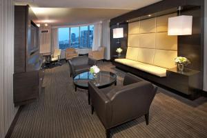 A seating area at Hyatt Regency Toronto
