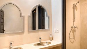 A bathroom at Rodamon Riad Marrakech