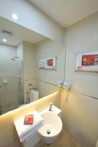 A bathroom at Tune Hotel - 1Borneo Kota Kinabalu