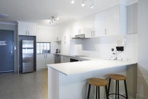 A kitchen or kitchenette at Seashells Scarborough