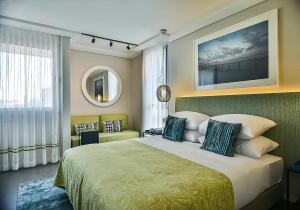 Een bed of bedden in een kamer bij Tal By The Beach - An Atlas Boutique Hotel