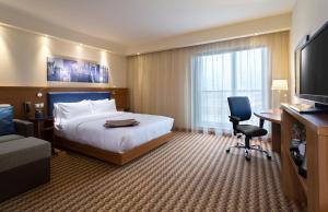 Łóżko lub łóżka w pokoju w obiekcie Hampton by Hilton Gdansk Airport