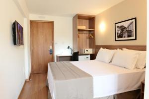 A bed or beds in a room at Nobile Express Juiz de Fora