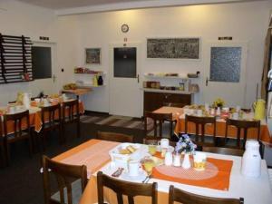 Ресторан / где поесть в Church Pension Praha - Husův Dům