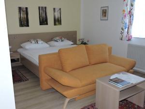 Ein Sitzbereich in der Unterkunft Gästehaus Haagen