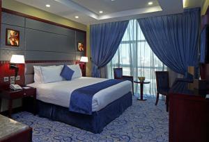 Cama ou camas em um quarto em Intour Al Khafji Hotel