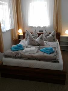Ein Bett oder Betten in einem Zimmer der Unterkunft Ferienwohnung Mey