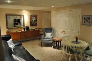 A seating area at Riverview Retreat B&B