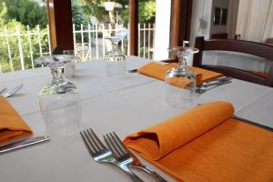 A restaurant or other place to eat at Hotel Edera