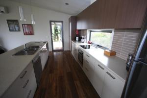 A kitchen or kitchenette at Zeinerts Retreat