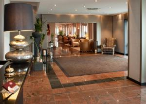 The lobby or reception area at Logis Hotel Le Parc & Spa