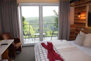A bed or beds in a room at Landhotel Fernsicht