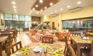 A restaurant or other place to eat at Wetiga Hotel
