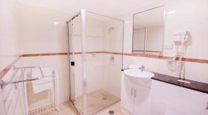 A bathroom at Apartment Kent street PI702