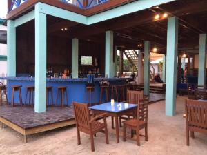 A restaurant or other place to eat at Sandbar Beachfront Hostel & Restaurant