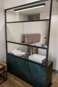 A bathroom at Thalassa Apart Hotel