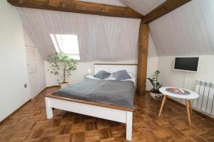 Łóżko lub łóżka w pokoju w obiekcie Apartamenty Chopina 46