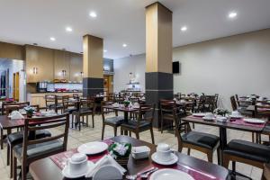 Un restaurante o sitio para comer en Sleep Inn Manaus