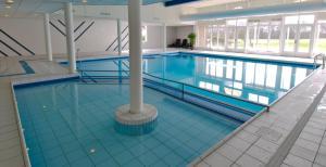 Het zwembad bij of vlak bij Fletcher Resort-Hotel Amelander Kaap