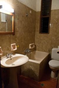 A bathroom at Hotel - Apartments Delfini