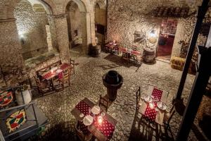 A restaurant or other place to eat at Castello Orsini Hotel