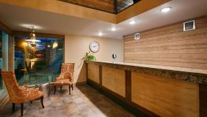 The lobby or reception area at Best Western Plains Motel