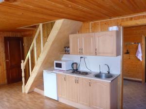 Кухня или мини-кухня в Коттеджи Мантиансаари