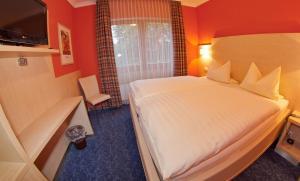 Ein Bett oder Betten in einem Zimmer der Unterkunft Hotel Stolberg