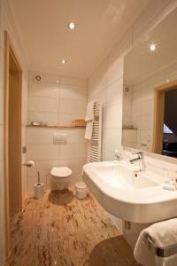 Ein Badezimmer in der Unterkunft Hotel Stolberg