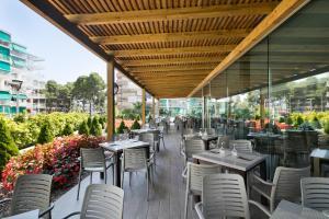 Un restaurante o sitio para comer en Hotel Best Los Angeles