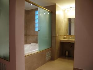 A bathroom at Hotel El Cabildo