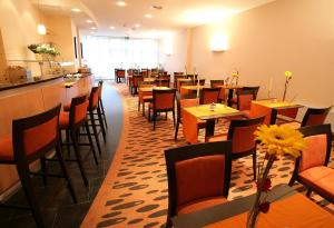A restaurant or other place to eat at Hotel Rhein-Ruhr Bottrop