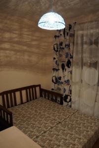 Кровать или кровати в номере Burrow of a lemur