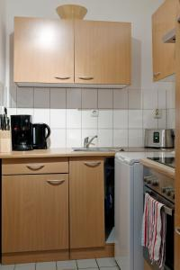 A kitchen or kitchenette at Apartments Leipzig Körnerplatz Südvorstadt