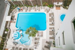 Uitzicht op het zwembad bij Hotel THe Anamar Suites of in de buurt