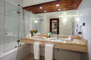 A bathroom at Hotel Plaza San Francisco