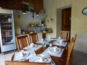 Een restaurant of ander eetgelegenheid bij B&B Domaine La Françoise