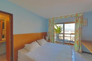 A bed or beds in a room at Vip Praia Hotel